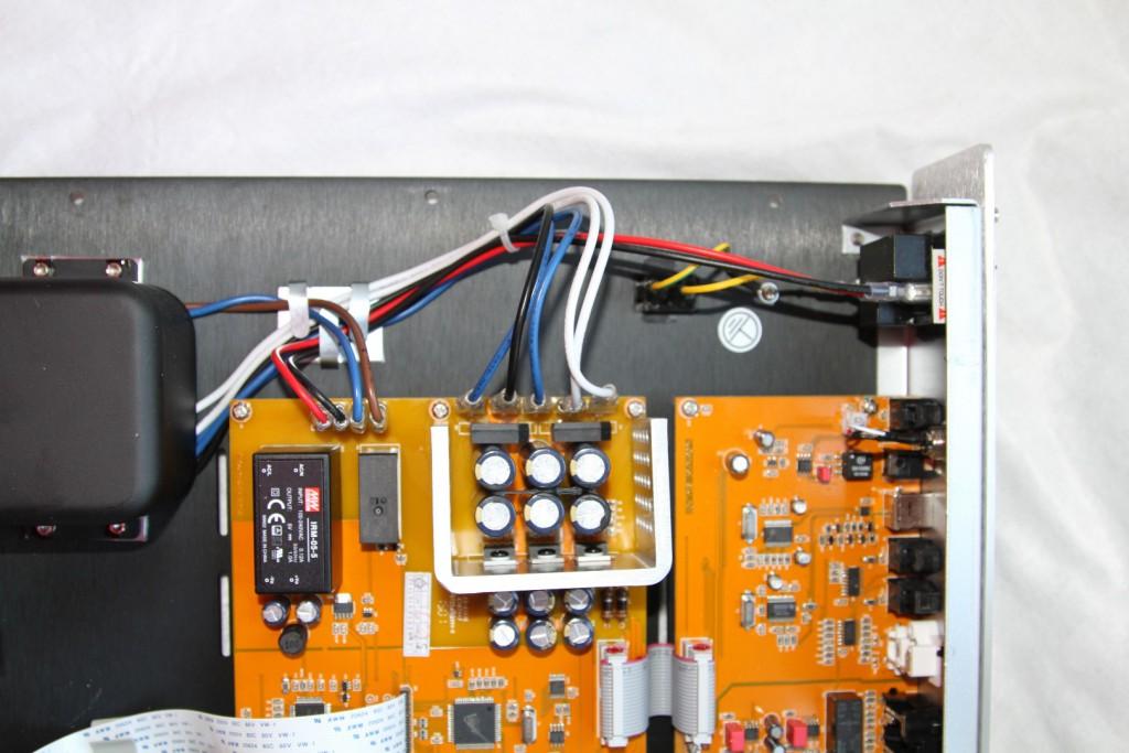 Stromversorgung im Detail (oben rechts Ground-Lift)