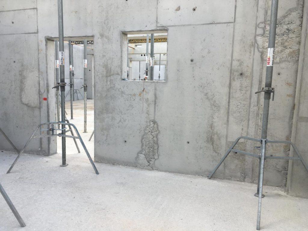 Zugang und Durchreiche ins Labor