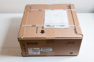 Epson EB-U004 Unboxing 1