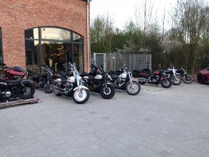 Harley-Davidson Motorräder vor dem Laden in Schwäbisch Gmünd