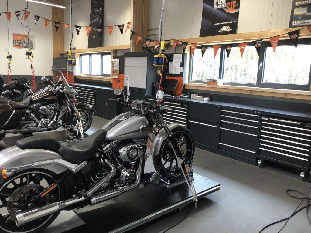Auch eine Werkstatt gehört zu neuen Harley-Davidson Store in Schwäbisch Gmünd (1)